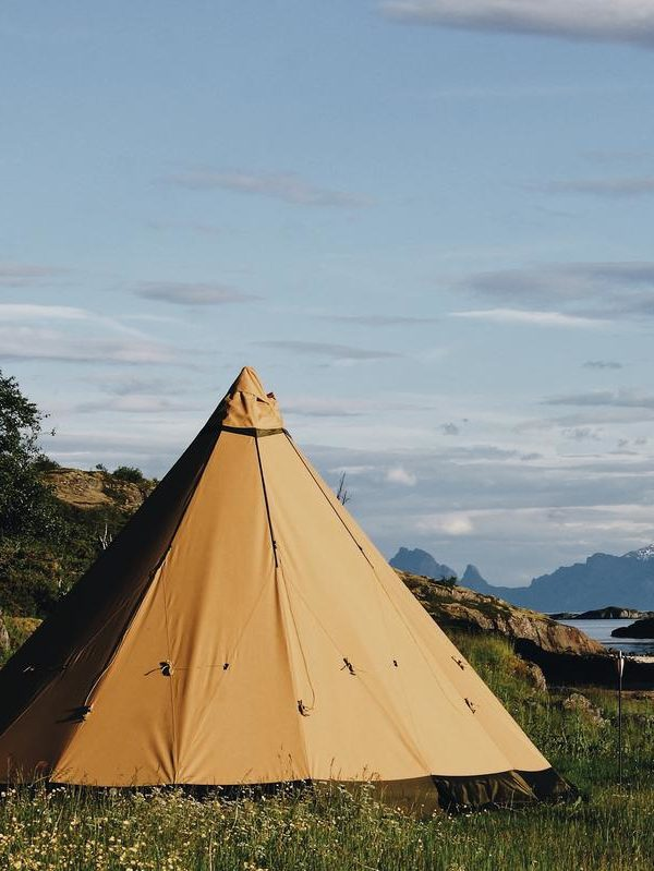 NORWAY, LOFOTEN: BEACH GLAMPING, FJORDS, AND NATURE (SUMMER)