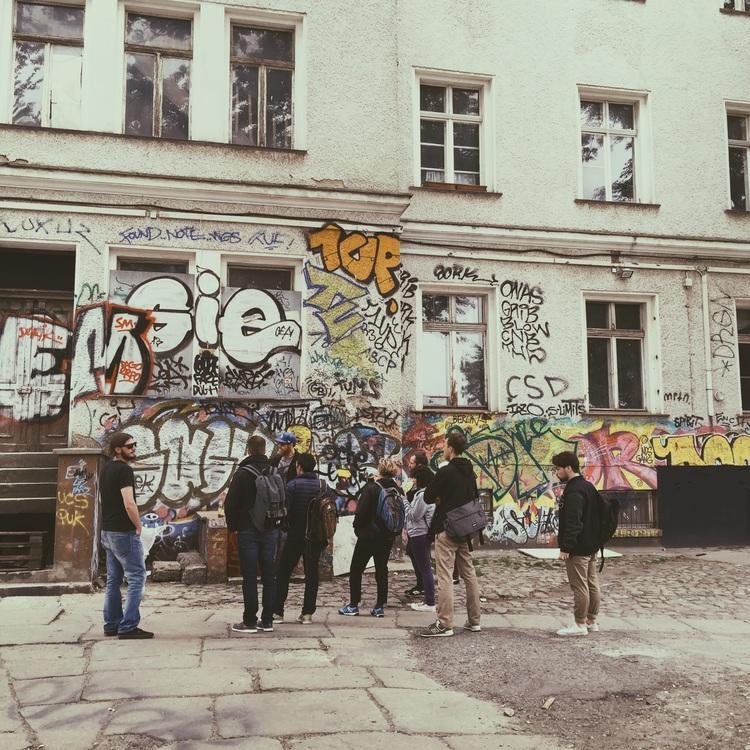 Street Art Workshop & Tour in Berlin